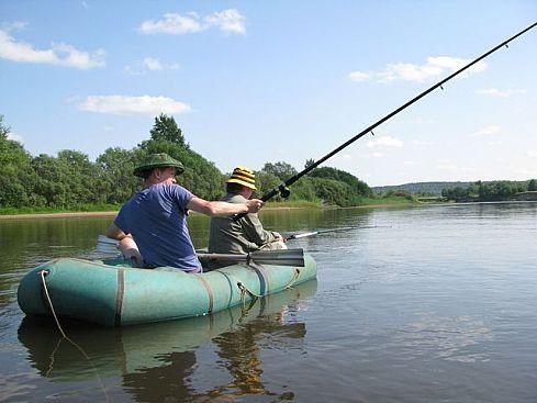 ловля на косынку с лодки видео