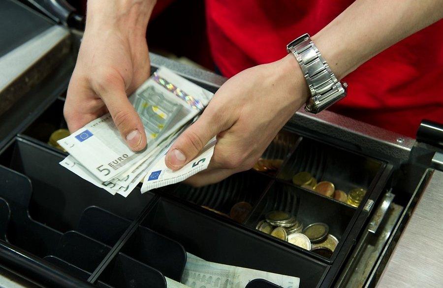 порно фото в банке с кассиром